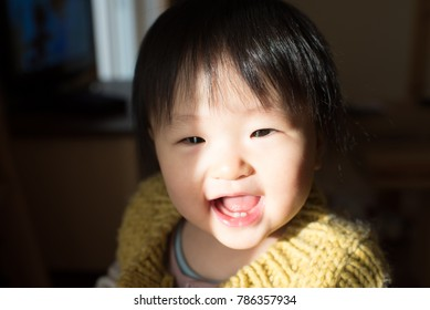 Laughing Baby under the sun plugging / Japanese girl of one year after birth
