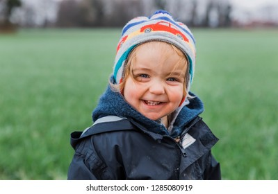 Laughing toddler girl against field – Kempen, Germany