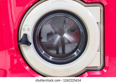 laundromat machine washer