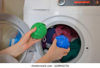 Laundry eco washing thermoplastic spheres