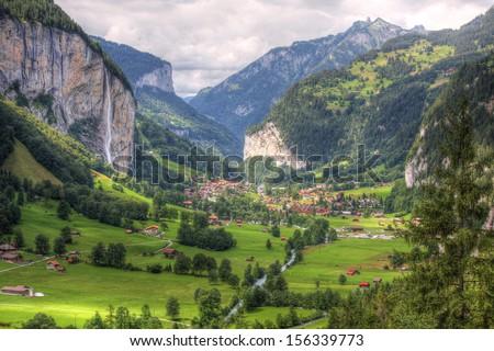 lauterbrunnen valley switzerland の写真素材 今すぐ編集 156339773