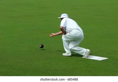 lawn bowler releasing bowl