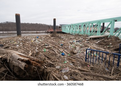 LAWRENCEBURG, INDIANA/USA, MARCH 19, 2015: Floodwaters from the Ohio River push debris into pier.