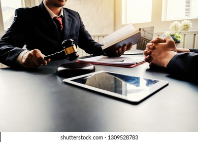 Lawyer and jurors adviser discuss about the lawsuit.