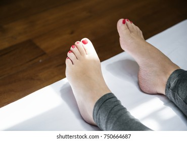 Lay down feet position
