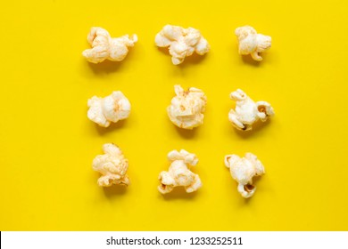 Lay popcorn Full piece Look delicious On the yellow isolate scene