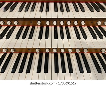 Layers of keyboard of a pipe organ