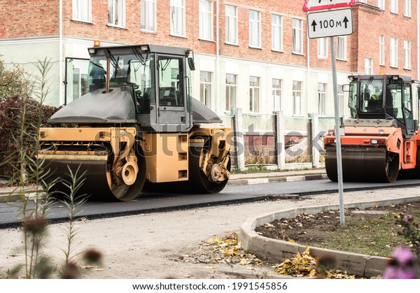 laying-asphalt-road-rollers-tamping-600w