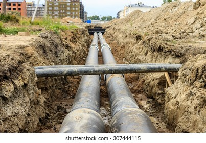 Laying of heating pipeline in the trench to provide new houses with hot water