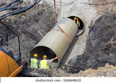 Laying and joining of large diameter pipes in the ground.