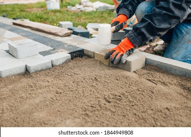 Laying stone tiles outdoors - pavers for footpaths - professional bricklaying