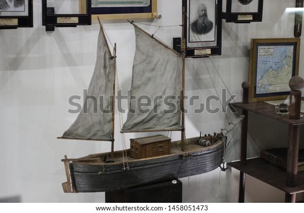 layout-old-ship-portrait-vice-600w-14580
