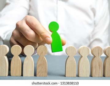 The leader chooses the person in the the team. Talented worker. Hiring staff. Employee search. Promote. Human Resource Management. Choosing a new leader in the team. Dismissal. Successful choice.
