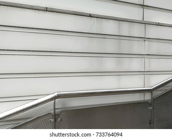 Leading line composition metal ladder holder with repetition pattern of wall