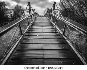 Leading lines of a bridge