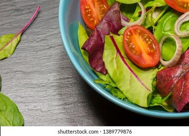 Leaf vegetable salad with tomatoes