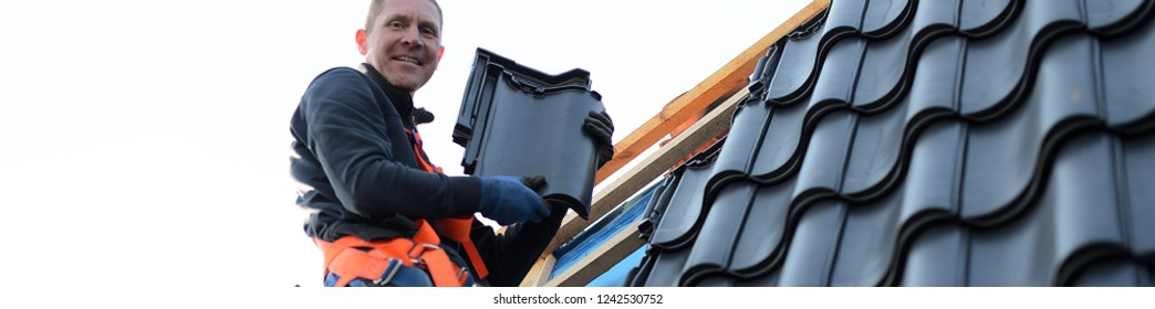 leaking roof repair, call the free roofer worker on National holiday