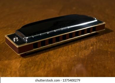Learn to play the harmonica. Diatonic harmonica. Play the harmonica. Play music. Harmonica lessons.