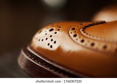 Men's leather shoes. (full brogue)