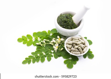 Leaves of the Bitter cucumber-chinese (Moringa oleifera Lam.) Processed into Bitter cucumber-chinese. Powder Moringa in capsules.