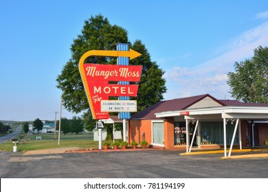 Lebanon, Missouri, Usa - July 18, 2017 : Munger Moss Motel and vintage neon sign on historic Route 66 in Missouri.