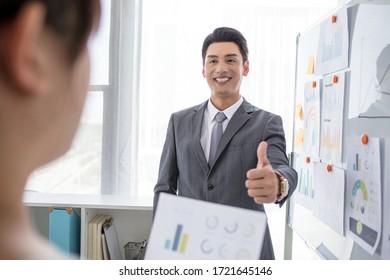 Vorlesungen und Schulungen im Geschäftsbüro von Angestellten