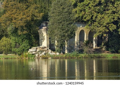Lednice. Aquaduct behind the pond. Autumn in the chateau park. Jižní Morava. Evropa.