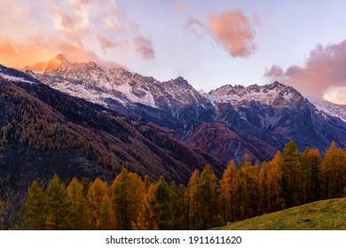From the left: Monte Disgrazia, Pizzo Cassandra, Pizzo Rachele, PizzoPradaccio, Cima del Duca, Monte Braccia, Stitched Panorama