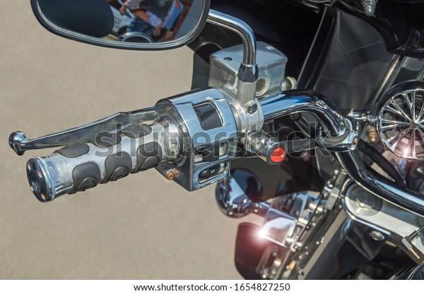 left-side-motorcycle-handlebars-apehange