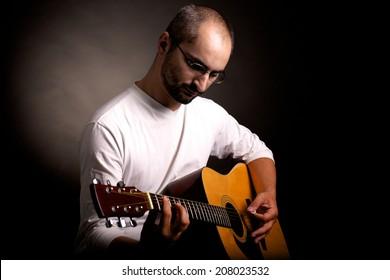 lefty guitar player