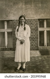 LEGNICA (LIEGNITZ), FORMERLY GERMANY, NOW POLAND, CIRCA THIRTIES - Vintage portrait of young woman at her Confirmation