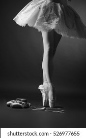 legs of ballerina, Pointe shoes