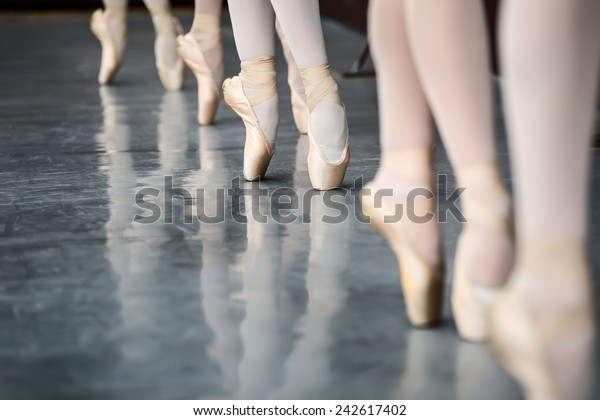 Legs dancers on pointe, near the choreographic training machine.