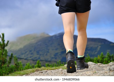 legs-fit-woman-hiking-mountains-260nw-19