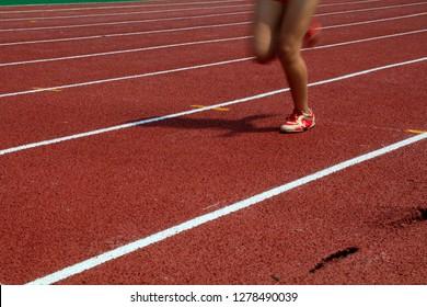 legs of a long distance runne