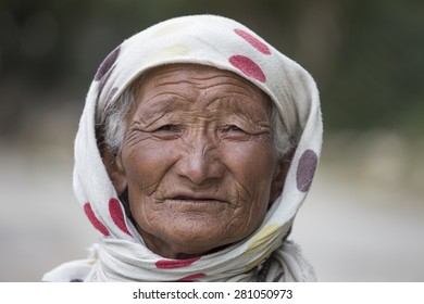 LEH IN LADAKH, INDIA - SEPTEMBER 03 2014: Old unidentified local woman, outdoor in Leh. The majority of the local population are descendant of Tibetan.