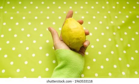 Lemon fruit bio, spring 2021