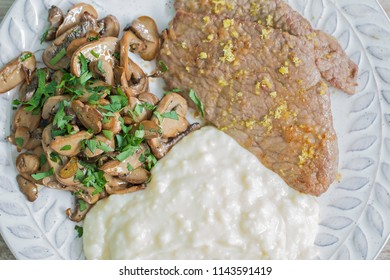 Lemon scaloppina with muchrooms and potatoes puree.