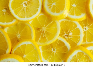 Lemon slices spread out, chaotically arranged. Top view image pattern.