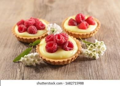lemon tart and raspberry-delicious dessert