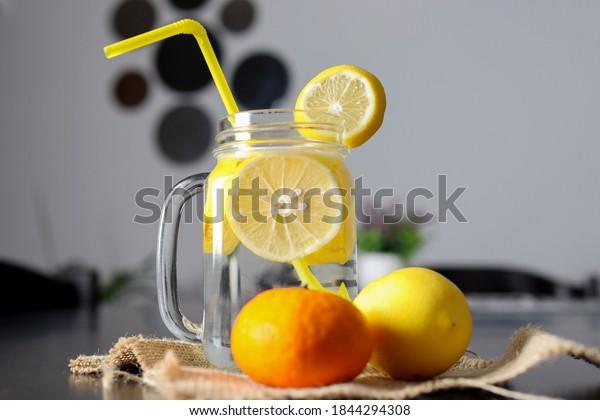 lemonade-drink-glass-jar-sliced-600w-184