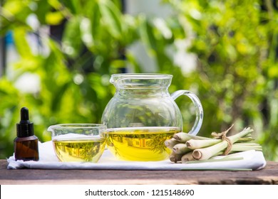 Lemongrass essential oil is placed on the table using a hand-drip oil lemongrass oil - spa and insect repellent.