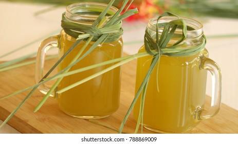 Lemongrass and mint drink