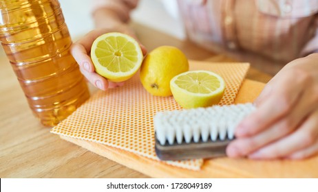 Lemons and vinegar as DIY biological cleaning agent