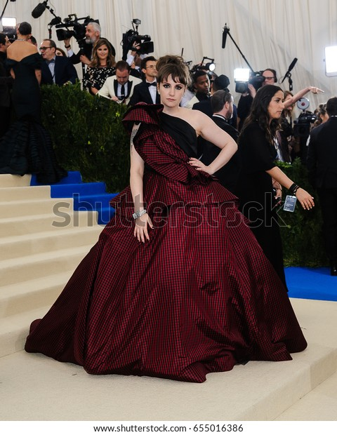 Lena Dunham attends the 2017 Metropolitan Museum of Art Costume Institute Gala at the Metropolitan Museum of Art in New York, NY on May 1st, 2017
