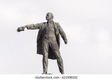 lenin statue monument soviet square vladimir russia