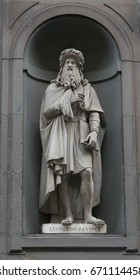Leonardo da Vinci statue on the facade of Uffizi gallery