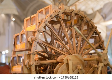 Leonardo Da Vinci Wooden Ingenious Time Machine.