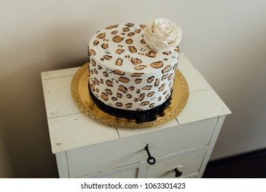 Leopard pattern cake with rose