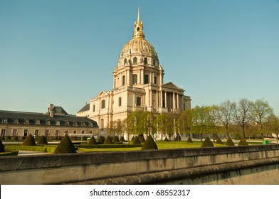 Les Invalides is a complex of museums and monuments in Paris, all relating to the military history of France. Most notably, the tomb of Napoleon Bonaparte is found here.